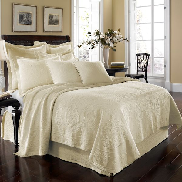 Ivory King Charles Matelasse Bedspread And Coverlet
